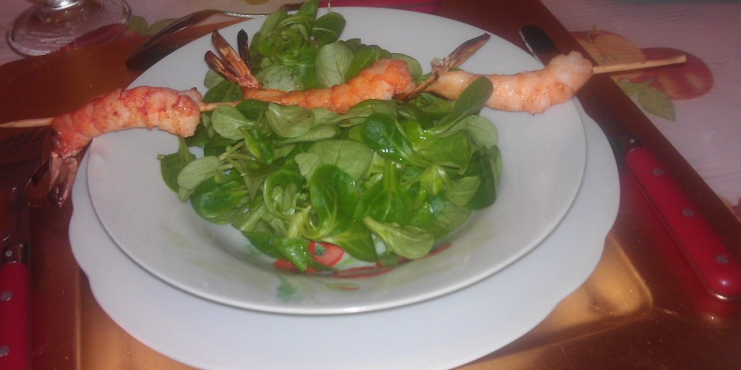 Brochette de 3 crevettes sur mâches